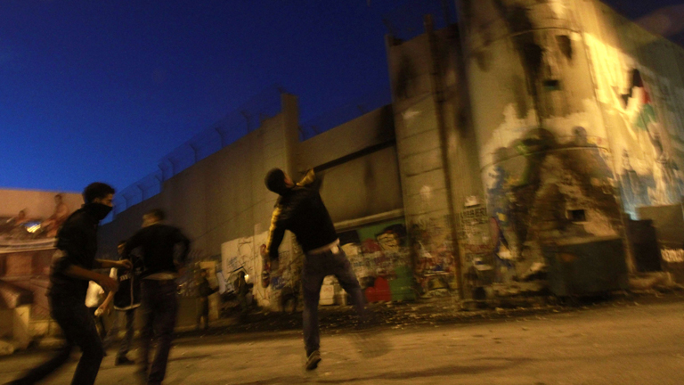 Israel bombardea la costa de Gaza de forma continua por mar y aire