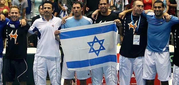El equipo israelí celebra su pase a las semifinales de la Copa Davis, logrado en Tel Aviv ante Rusia.