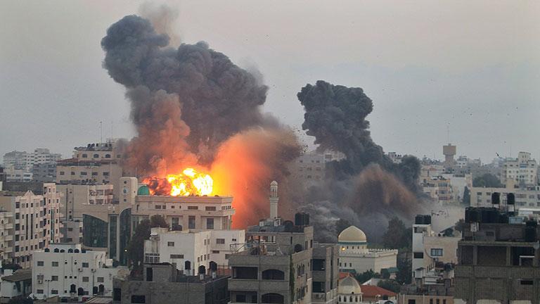 Israel continúa los bombardeos en Gaza y los muertos ascienden a 83