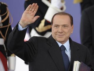Ver vídeo  'Italia se ha colocado en el foco de la crisis del euro, desplazando a Grecia'