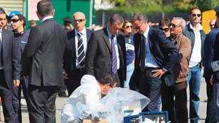 Ver vídeo  'Italia sigue conmocionada por el atentado perpetrado en Bríndisi'