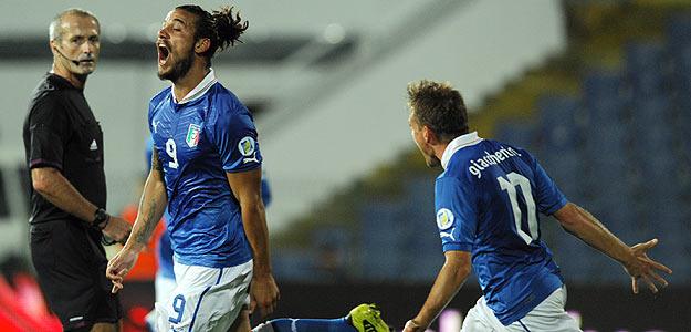 El italiano Pablo Osvaldo celebra su gol ante Bulgaria.