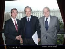 De izquierda a derecha: Gerard Mortier (director Artístico), Gregorio Marañón (Presidente del Patronato) y Miguel Muñiz (Director General)