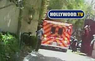 Ver v?deo  'Jackson abandona su casa en ambulancia'