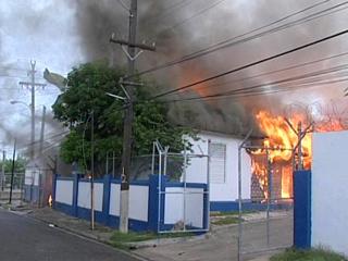 Ver v?deo  'Violencia en Jamaica por la orden de extradición de Dudus'