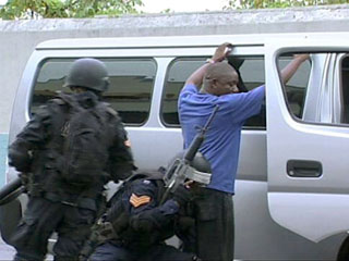 Ver v?deo  'Jamaica declara el estado de emergencia en dos suburbios de Kingston'