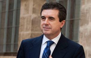 Ver vídeo  'Jaume Matas tendrá que esperar hasta el lunes para saber las medidas que le impone el juez'