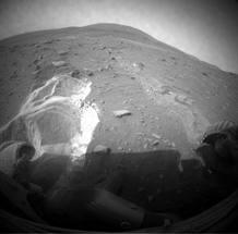 El Mars Rover Spirit intenta salir de la zona arenosa donde quedó atrapado