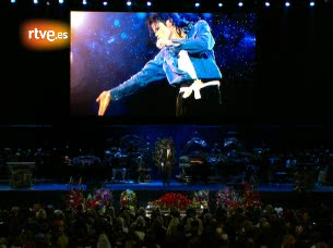 Ver v?deo  'Jermaine Jackson rinde homenaje a su hermano en el Staples Center de Los Angeles'