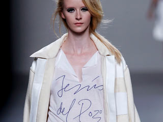 Ver v?deo  'Jesús del Pozo en la Cibeles Madrid Fashion Week'