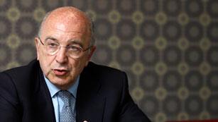 Ver vídeo  'Joaquín Almunia plantea la necesidad de cerrar los bancos que no sean viables'