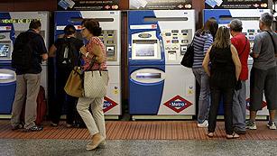 Ver vídeo  'Jornada de paros en el metro y los autobuses urbanos de Madrid'
