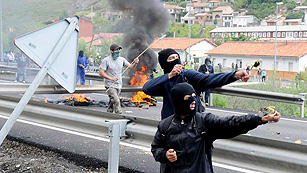 Ver vídeo  'Jornada de protesta de los mineros de Asturias con cortes de carretera y trenes'