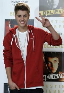 """La joven estrella canadiense Justin Bieber presenta en España su consagración como músico con su álbum """"Belive"""""""