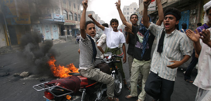 Jóvenes yemeníes gritan contra el presidente