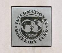 El letrero del FMI en la sede central del Fondo en Washington, EE.UU.