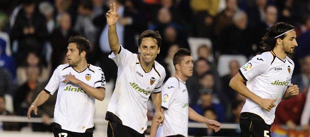 El brasileño Jonas celebra su gol ante el Rayo Vallecano.