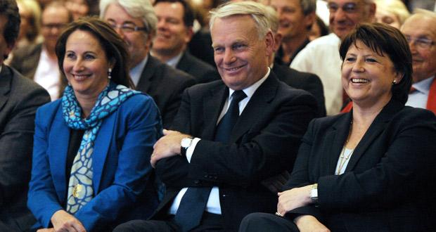 Segolene Royal, junto a los dos favoritos para ser primer ministro, Jean-Marc Ayrault, y Martine Aubry.
