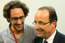 Hollande, con su hijo durante la campa&ntilde;a electoral.