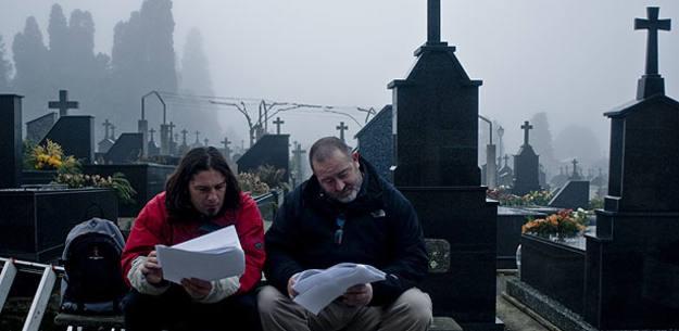 Juan Martínez Moreno y Sergio repasando el guión