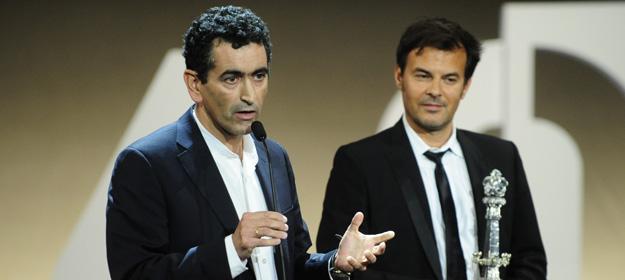 Juan Mayorga junto a François Ozon durante la gala de clausura del Festival Internacional de Cine de San Sebastián.