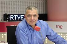 Juan Ramón Lucas, director y presentador de 'En días como hoy' de RNE
