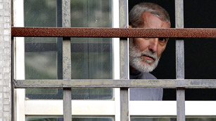 Ver vídeo  'El juez Castro concede la libertad condicional a Uribetxebarria, el preso etarra enfermo con cáncer'