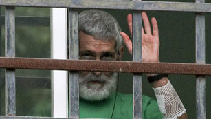 Ver vídeo  'El juez Castro visita al preso etarra con cáncer antes de decidir sobre su excarcelación'