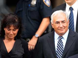 Ver vídeo  'El juez deja en libertad a Strauss-Kahn tras retirar los cargos por agresión sexual'