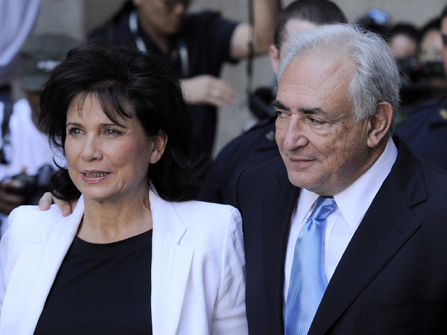 El juez deja libre sin fianza aunque con cargos a Strauss-Kahn en un giro radical de su caso