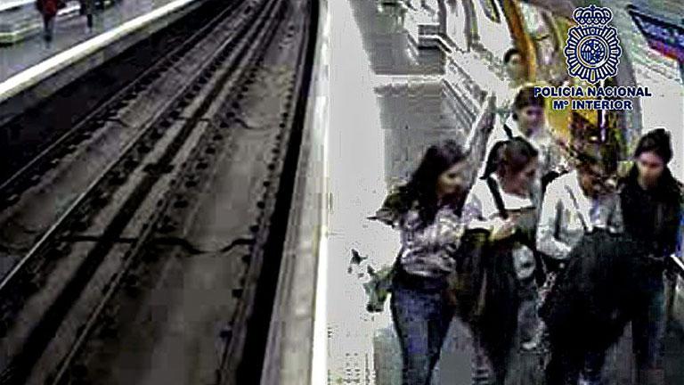 El juez prohíbe la entrada en el Metro al 'clan de las Bosnias', las carteristas más activas de Madrid