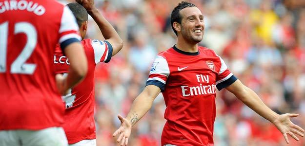 El jugador del Arsenal Santi Cazorla celebra tras asistir a su compañero Theo Walcott en el 6-1 frente al Southampton