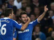 El jugador español del Chelsea Juan Mata celebra su gol, el tercero del equipo ante el Wolverhampton Wanderers.