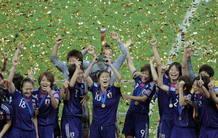 Las jugadoras de Japón celebran el triunfo ante Estados Unidos en la final de la Copa del Mundo de Futbol femenino.