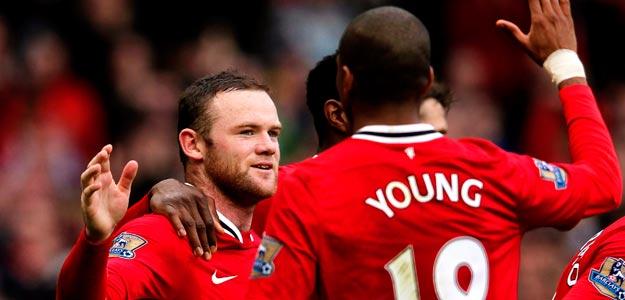 Los jugadores del Manchester United, Wayne Rooney y Ashley Young, celebran un gol esta temporada.