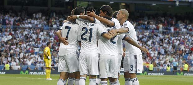 Los jugadores del Real Madrid celebran el primer gol de Cristiano Ronaldo.