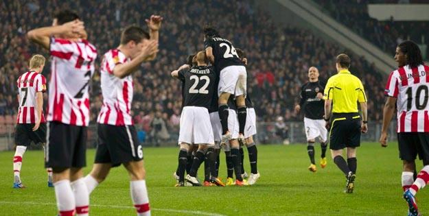 Los jugadores del Valencia celebran su gol ante el PSV