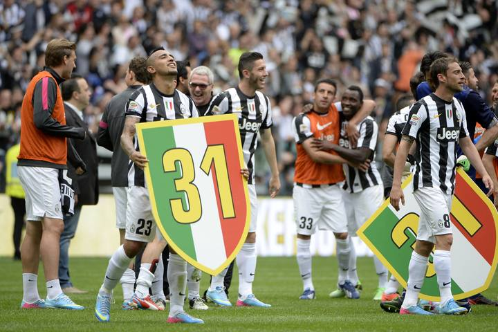 Los jugadores de la Juventus celebran el t&iacute;tulo conseguido tras ganar al Palermo