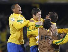 Jugadores de la selección de Brasil celebran un gol marcado a Portugal en el Mundial de Fútbol sub-20
