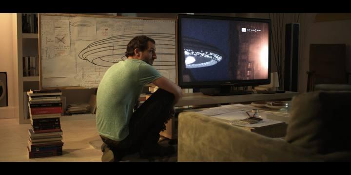 Julián Villagrán en una escena de 'Extraterrestre', de Nacho Vigalondo