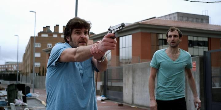 Julián Villagrán y Raúl Cimas en 'Extraterrestre', de Nacho Vigalondo