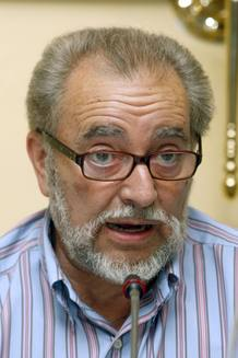 El ex coordinador general de IU, Julio Anguita, durante una rueda de prensa en Madrid