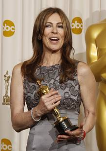 "Director Kathryn Bigelow (L) poses with her Oscar for best director for ""The Hurt Locker"" at the the 82nd Academy Awards in Hollywood"