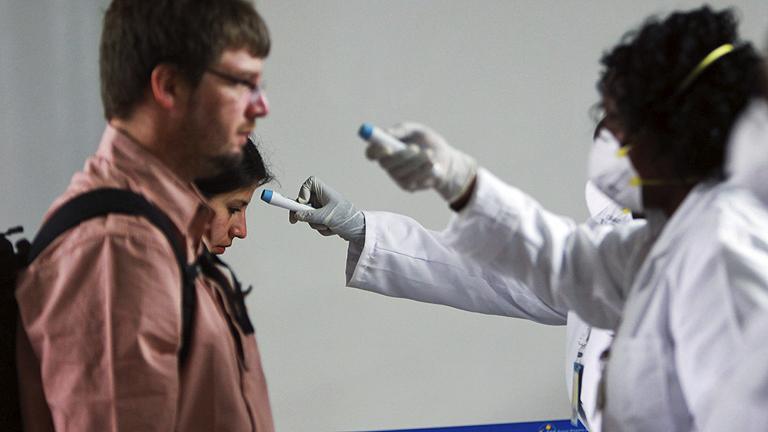 Kenia cierra sus fronteras a los viajeros de países afectados por el ébola