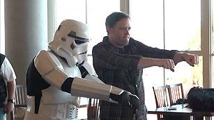 Ver vídeo  ''Kinec Star Wars', los caballeros Jedi inundan los salones de las casa'