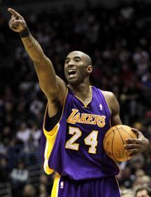 Kobe Bryant en un partido con Los Angeles Lakers la pasada campaña.
