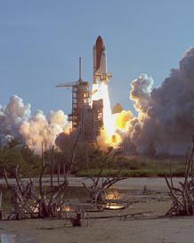 El Discovery despega en su primera misión el 30 de agosto de 1984