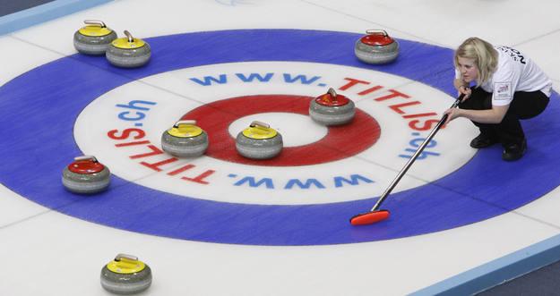 Lance común del curling.