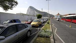 Ver vídeo  'Largas colas para entrar y salir de Gibraltar'