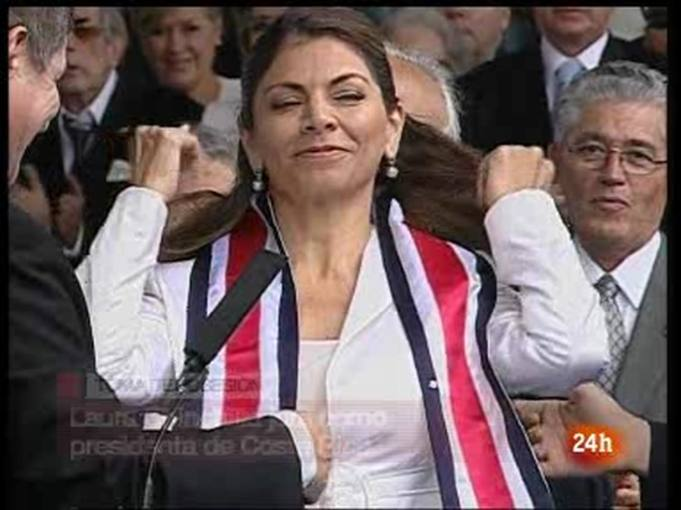 Ir al Video Laura Chinchilla se convierte en la primera presidenta de Costa Rica